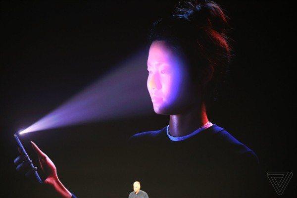 آیفون X با صفحه نمایش بدون حاشیه و بدنه شیشهای وارد بازار شد